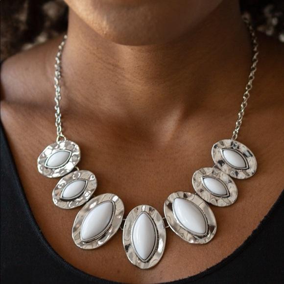 Terra Color White necklace